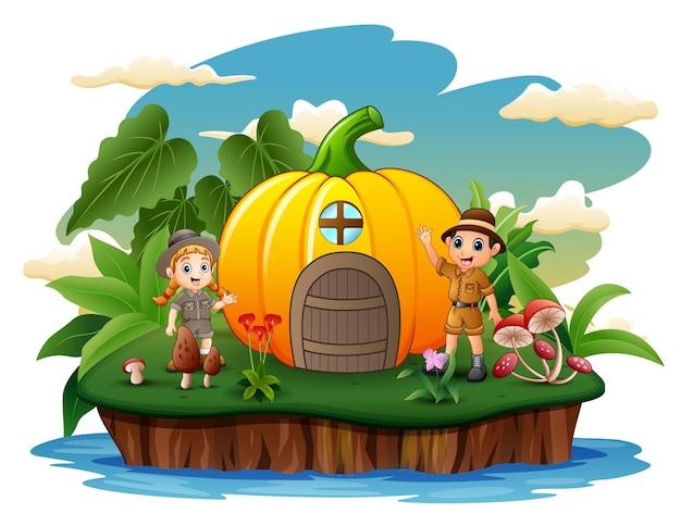 Dibujos animados de los niños exploradores con casa de calabaza en la isla.