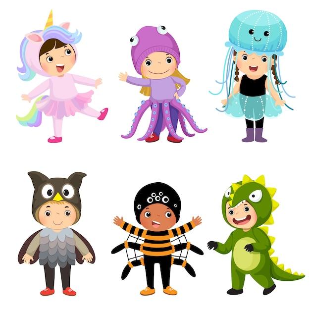 Dibujos animados de niños lindos en disfraces de animales. ropa de carnaval para niños.
