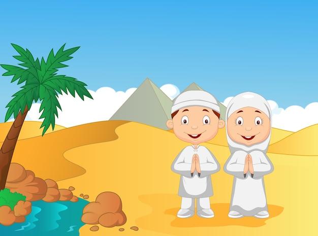 Dibujos animados de niños musulmanes con fondo de pirámide