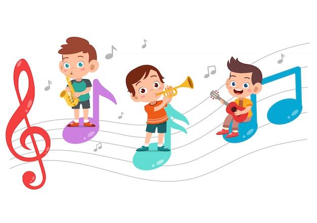 Dibujos animados de niños pequeños tocando música