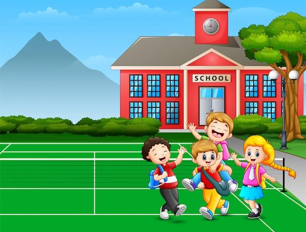 Dibujos animados a los niños que van a casa después de la escuela