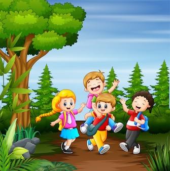 Dibujos animados niños yendo a la escuela juntos