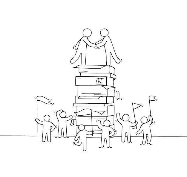 Dibujos animados de pequeños empresarios con gran pila de papel.