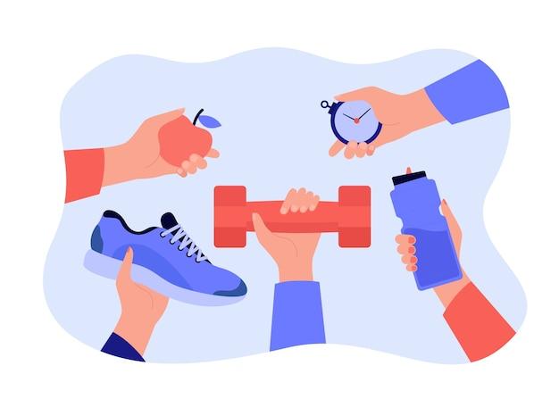 Diferentes manos sosteniendo accesorios para ejercicio deportivo.