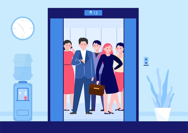 Diferentes personas levantando en ascensor