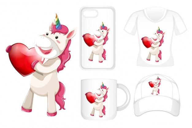 Diferentes productos con unicornio con corazón