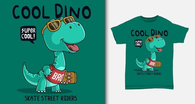 Dinosaurio que lleva una patineta. con diseño de camiseta.