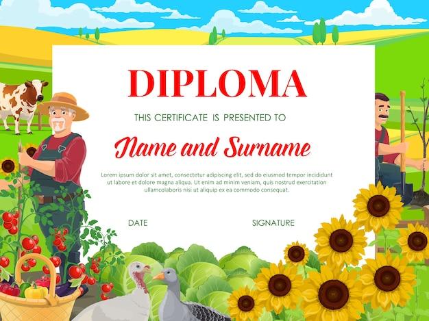 Diploma escolar, certificado de educación con agricultores que trabajan en el jardín con aves y vacas pastan en el campo. plantilla de marco de dibujos animados para niños de jardín de infantes con trabajos de cultivo de cottagers en una granja rural