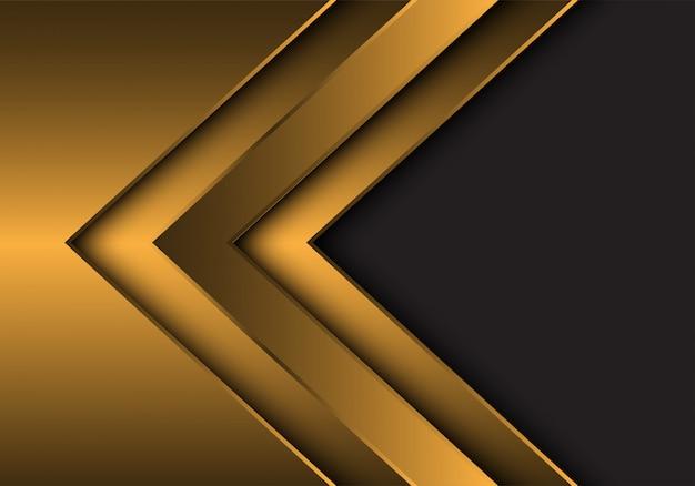 Dirección de flecha metálica dorada con fondo de espacio en blanco gris.