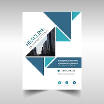 Diseño azul corporativo de reporte anual con formas triangulares