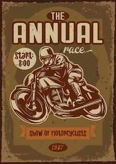 Diseño de cartel con ilustración de una motocicleta y un piloto sobre fondo vintage.