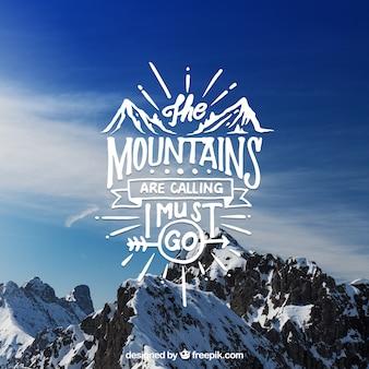 Diseño creativo de lettering y cita sobre fondo de montaña
