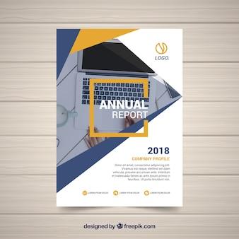 Diseño de informe anual con foto