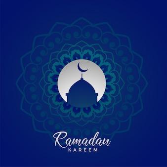 Diseño de tarjeta islámico de ramadan kareem con decoración de mandala