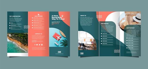 Diseño de folleto tríptico abstracto