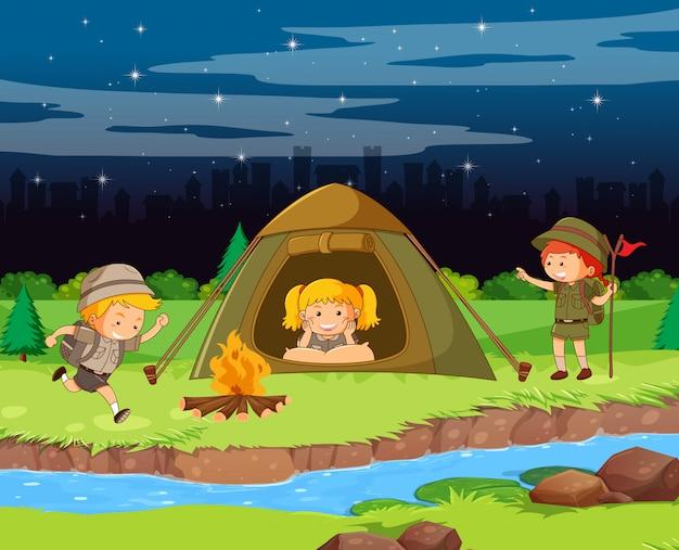 Diseño de fondo de escena con niños acampando en la noche
