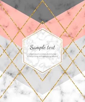Diseño geométrico de moda con forma triangular rosa, gris y líneas de brillo dorado en la textura de mármol