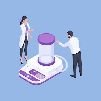 Diseño isométrico tridimensional del hombre y la mujer modernos en bata de laboratorio discutiendo sobre equipos médicos modernos mientras trabaja en el laboratorio