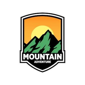 Diseño de logo de mountain adventure