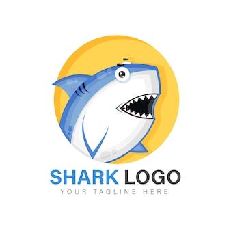 Diseño de logo de tiburón