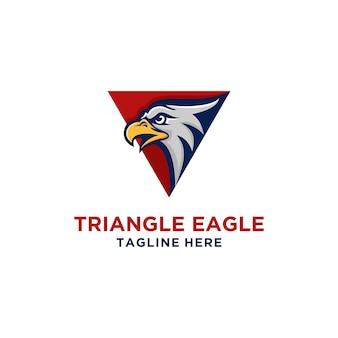 Diseño de logotipo de águila con forma de triángulo