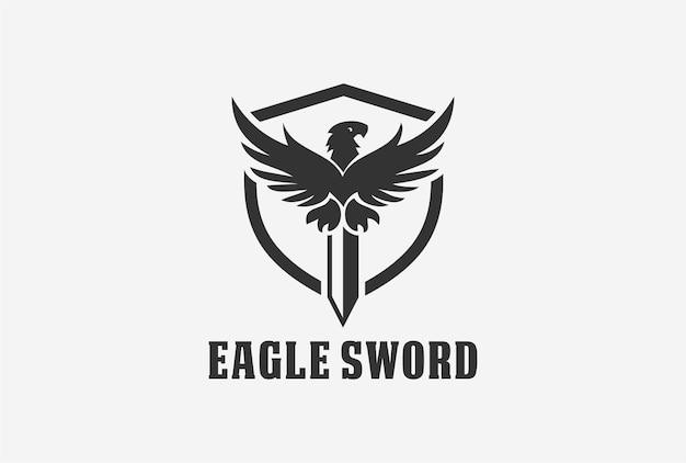 Diseño de logotipo de emblema de espada de águila con elemento de escudo.