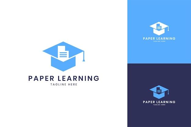 Diseño de logotipo de espacio negativo de aprendizaje de papel