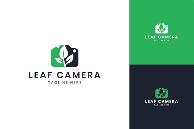 Diseño de logotipo de espacio negativo de cámara de hoja