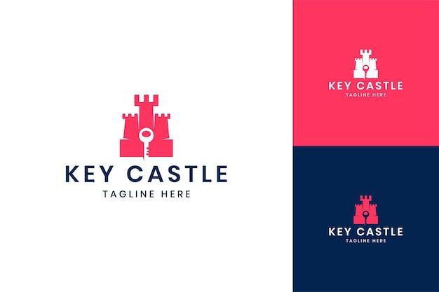 Diseño de logotipo de espacio negativo de castillo clave