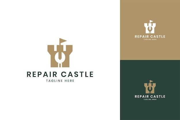 Diseño de logotipo de espacio negativo de castillo de reparación