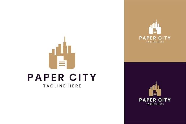 Diseño de logotipo de espacio negativo de ciudad de papel