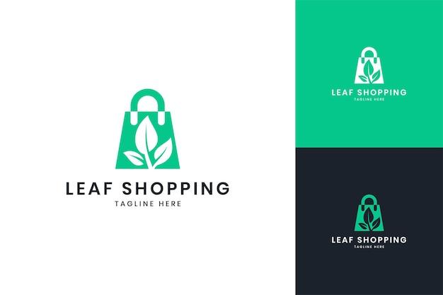 Diseño de logotipo de espacio negativo de compras de hoja