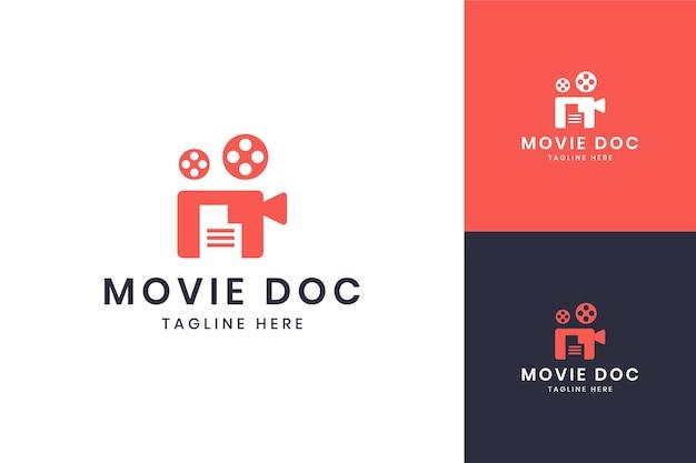 Diseño de logotipo de espacio negativo de documento de película