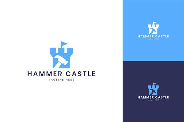 Diseño de logotipo de espacio negativo de hammer castle
