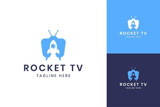 Diseño de logotipo de espacio negativo de televisión cohete