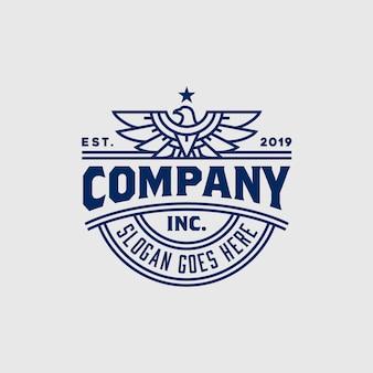 Diseño del logotipo de la insignia del emblema del halcón del halcón del águila fuerte del vintage
