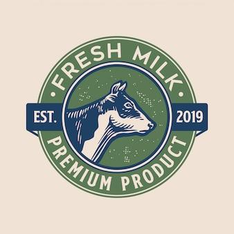 Diseño de logotipo de leche fresca con estilo vintage