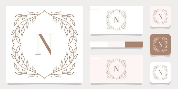 Diseño de logotipo de letra n de lujo con plantilla de marco floral, diseño de tarjeta de visita