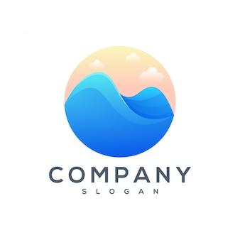 Diseño de logotipo de montaña mar