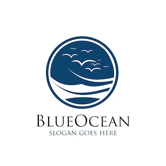 Diseño de logotipo de océano azul de verano tropical.