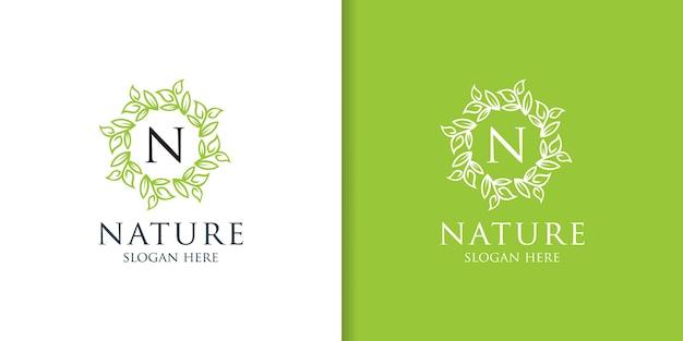 Diseño de logotipo de ornamento de hoja de naturaleza simple