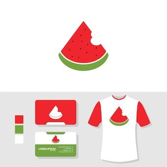 Diseño de logotipo de sandía con tarjeta de visita y maqueta de camiseta.