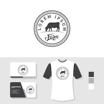 Diseño de logotipo de vaca con maqueta de tarjeta y camiseta