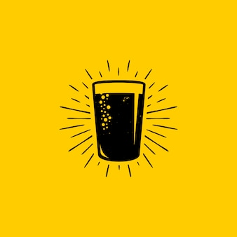 Diseño de logotipo de vaso de cerveza fresca