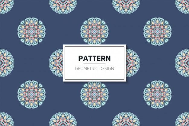 Diseño de mandala ornamental de lujo de patrones sin fisuras en color dorado