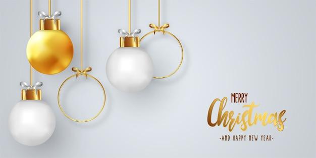 Diseño moderno de tarjeta de navidad con bolas realistas