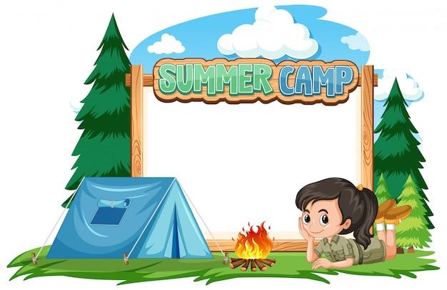 Diseño de plantilla de borde con niña en el campamento de verano