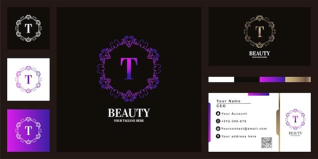 Diseño de plantilla de logotipo de marco de flor de adorno de lujo letra t con tarjeta de visita.