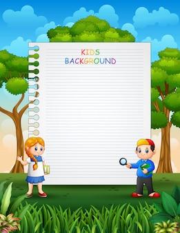 Diseño de plantilla de papel con niños en el fondo de la naturaleza