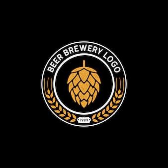 Diseño de sello del logotipo de beer brewery con lúpulo flor y malta